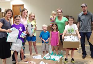 Family-Volunteers-Warehouse